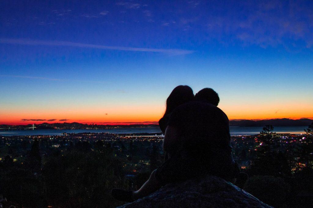 romantische Überraschung für Freund